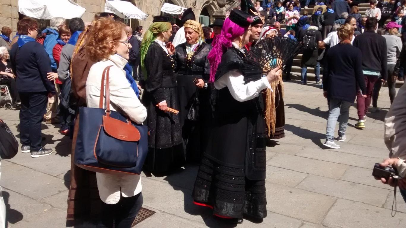 galegas con traje de gala