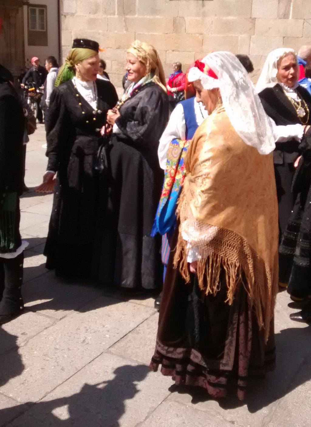 Mujeres con traje gallego