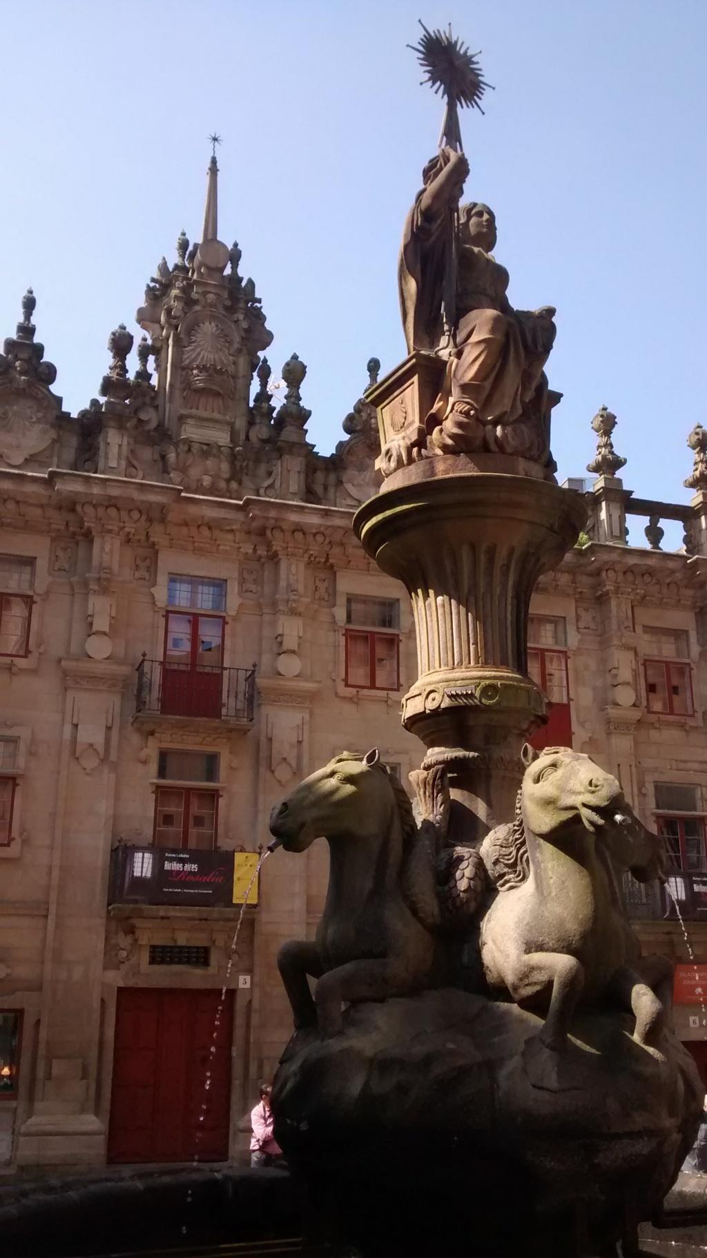 Fuente de los caballos al fondo casa del Cabildo