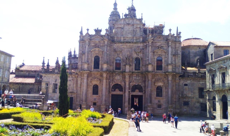 Fachada de la catedral a la plaza de la Inmaculada