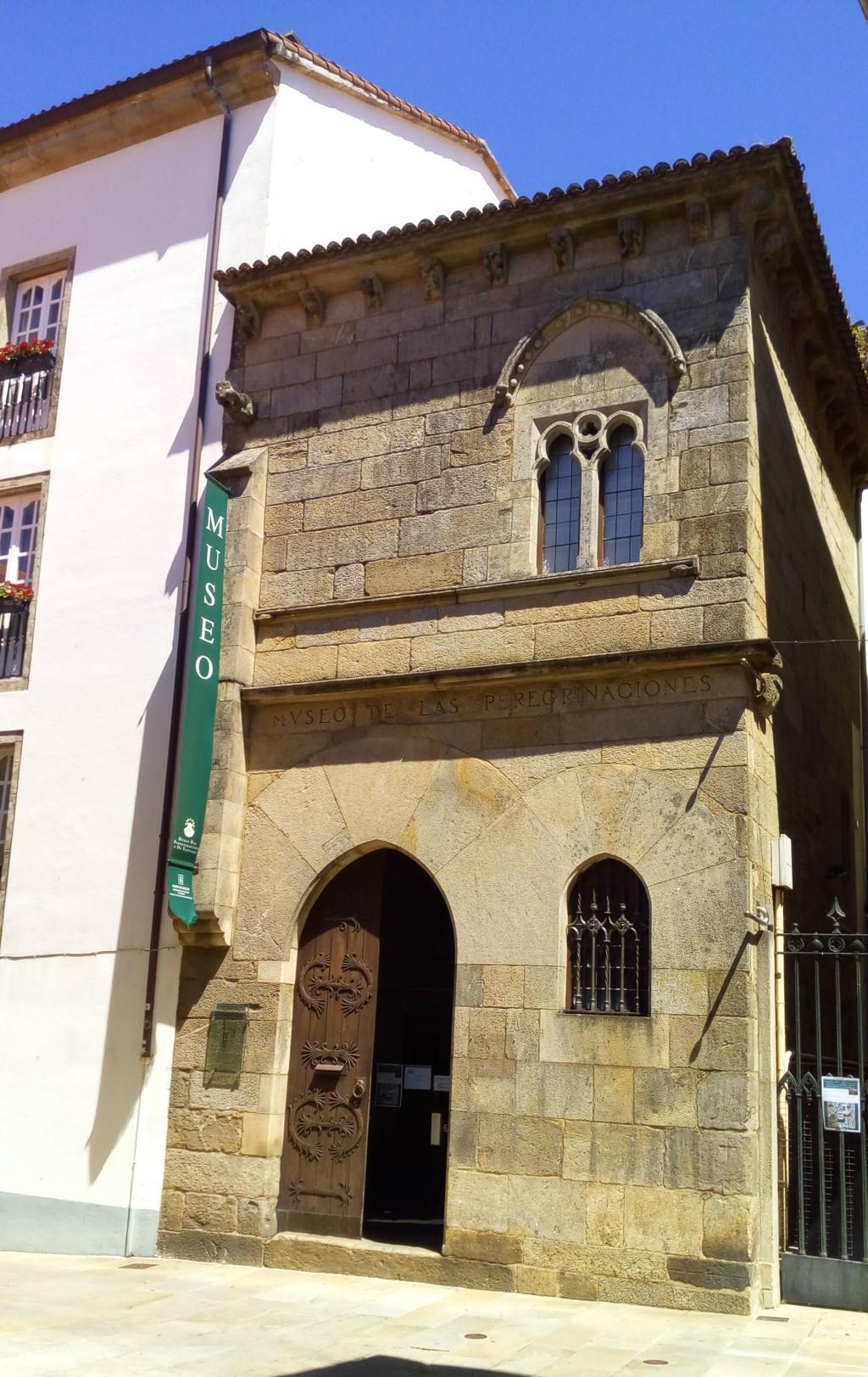 """Foto 2 - En la rúa y a la derecha casa Gótica (S. XIV) Tambien conocida como """"A Casa do Rei Don Pedro"""""""