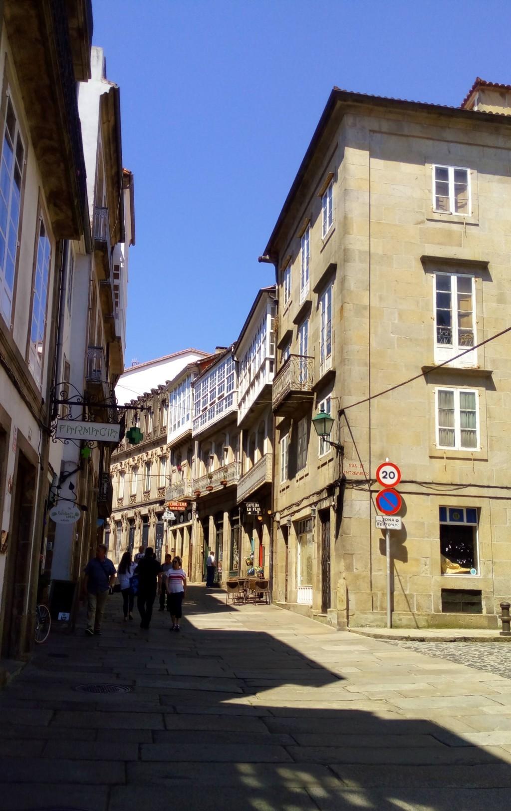 Foto 2 - A la derecha acceso a Rúa Entremuros