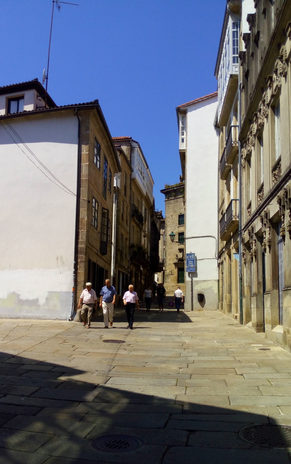 Foto 3 - Por la izquierda accseo a Rúa Travesa