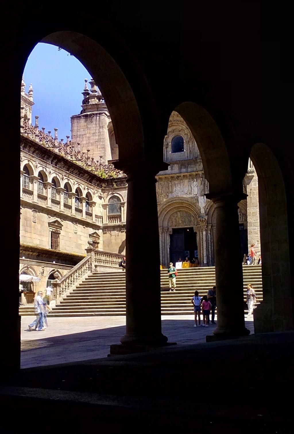 Desde el edificio del Museo de la Peregrinaciones, escalinata de acceso a la Catedral