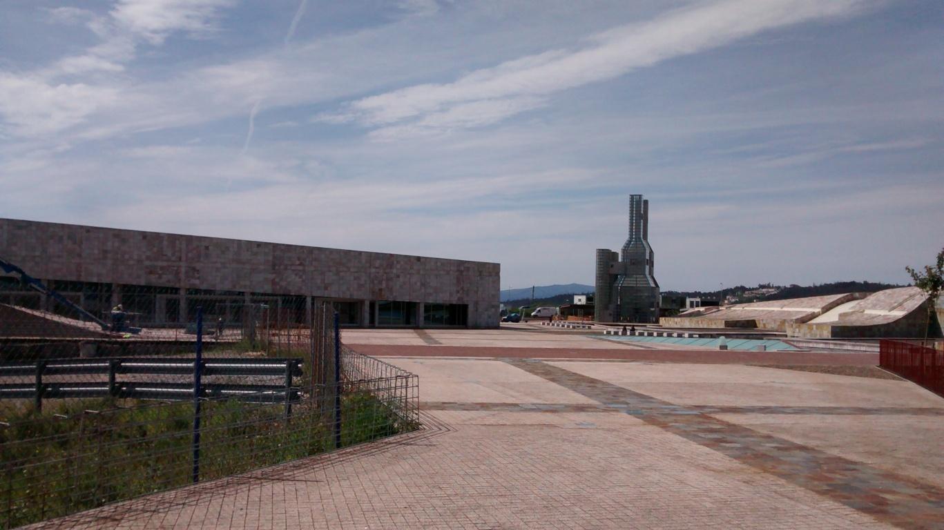 Centro de Emprendimiento Creativo de Galicia y torres de John Hejduk