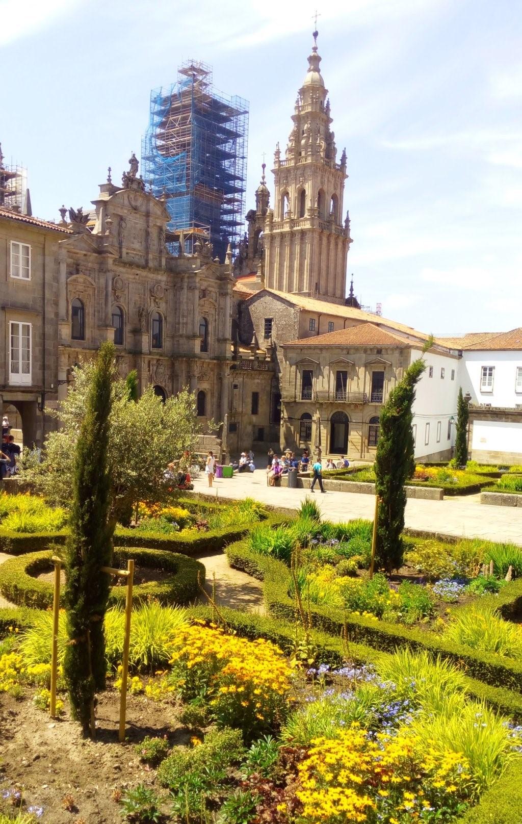 Plaza de la Inmaculada. Al fondo torres pertenecientes a la fachada del Obradoiro