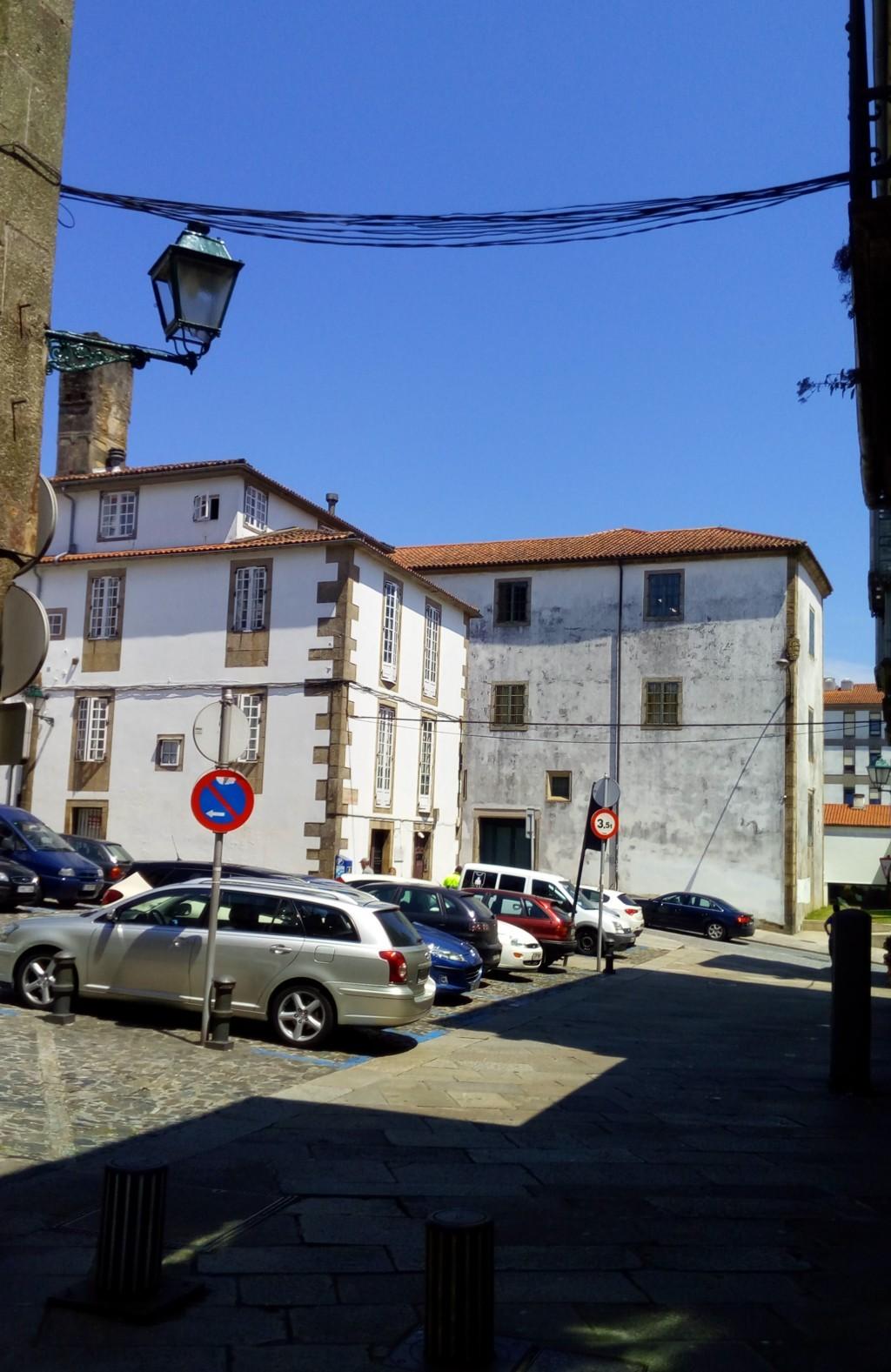 Foto 6 - Llegando a la Plaza da Algalia de Abaixo, al frente Rúa das Rodas