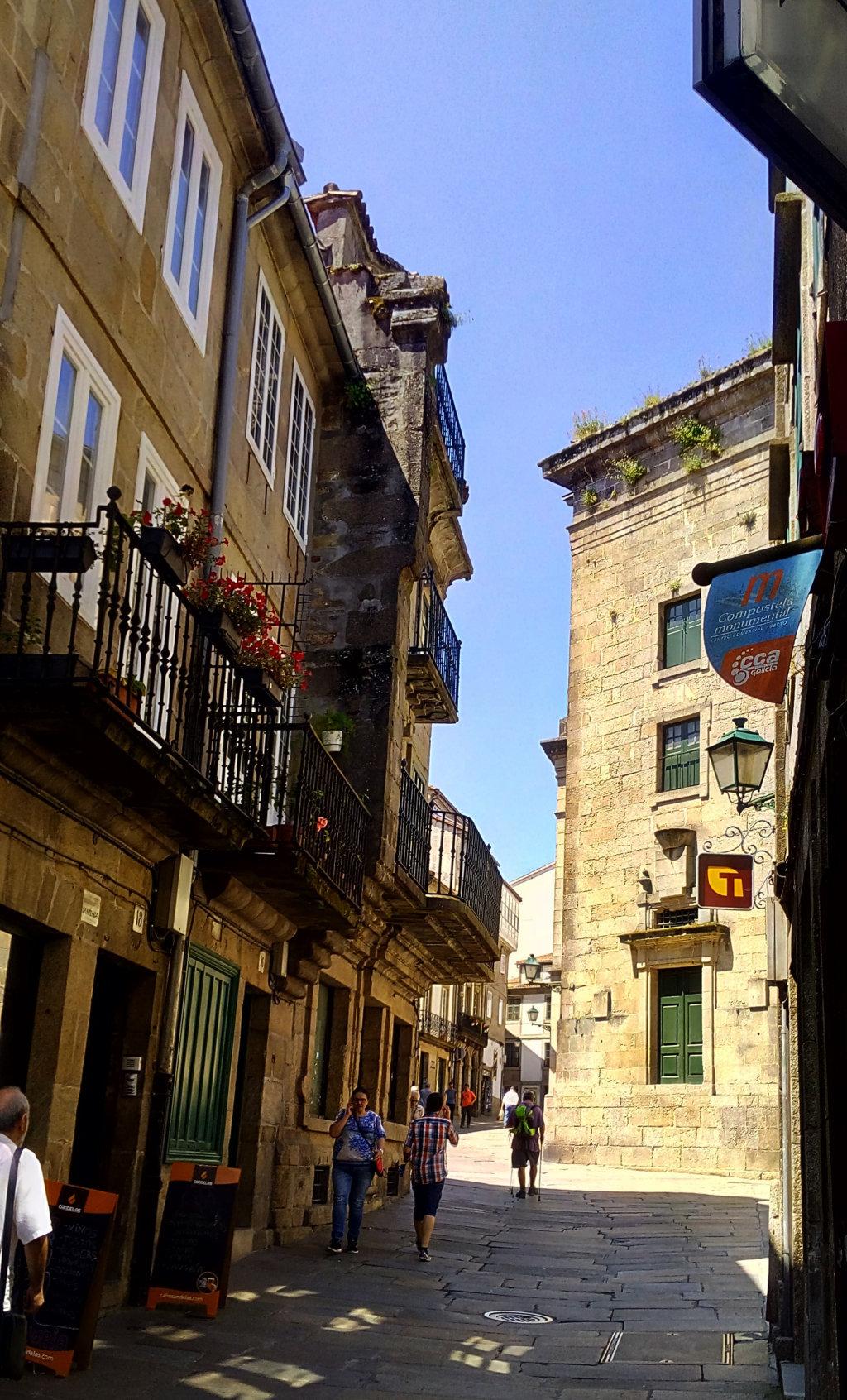 Foto 6 - Siguiendo la rúa, a la derecha Plaza de Salvador Parga