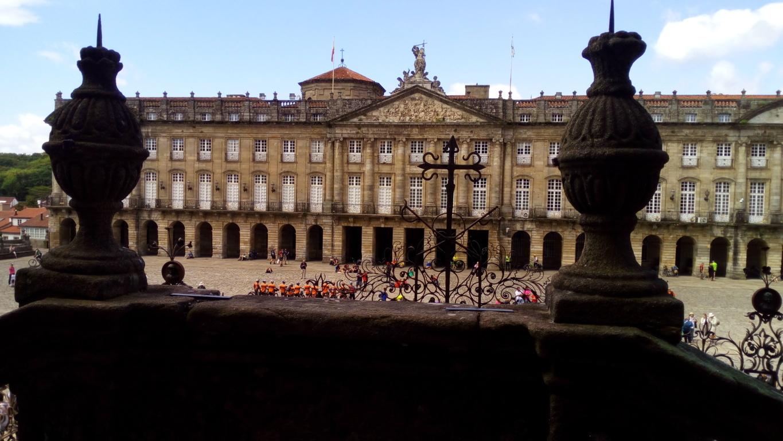 Foto 6 - Pazo de Raxoi desde escalinata de la Catedral
