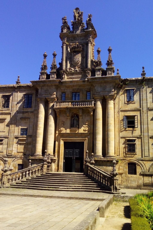 Puerta principal de acceso al Monasterio de San Martín Pinario