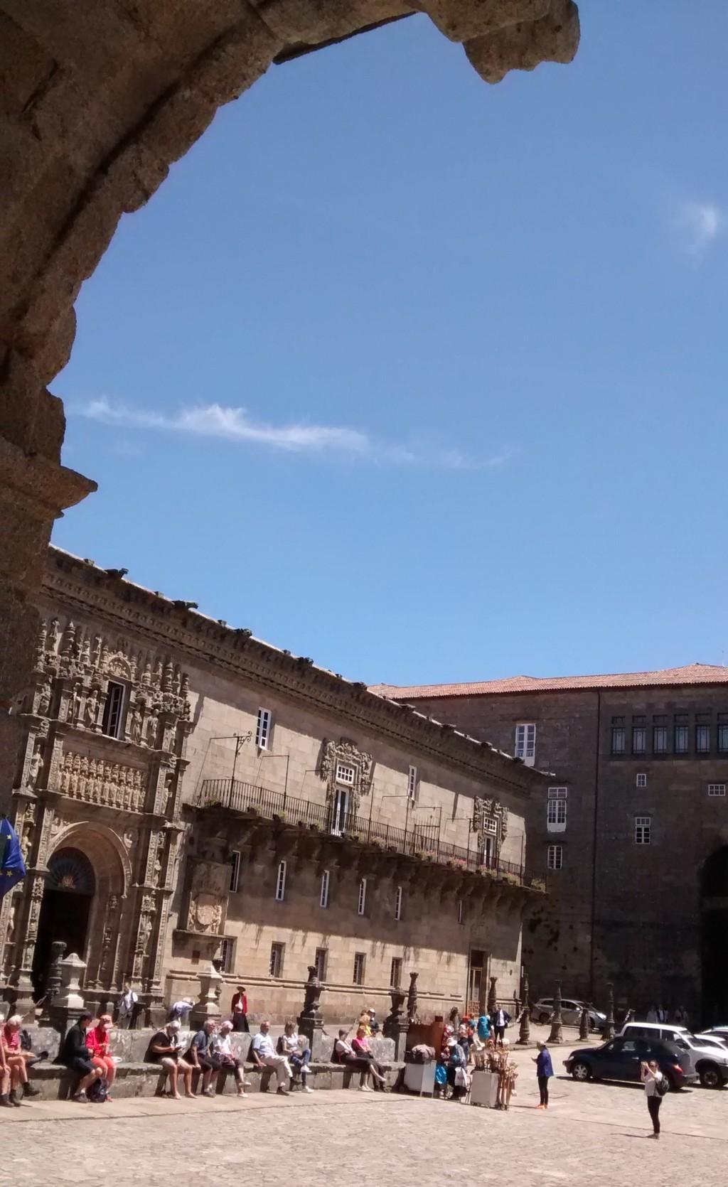 Foto 9 - Hostal de los Reyes Cátolicos desde soportal del Pazo de Raxoi
