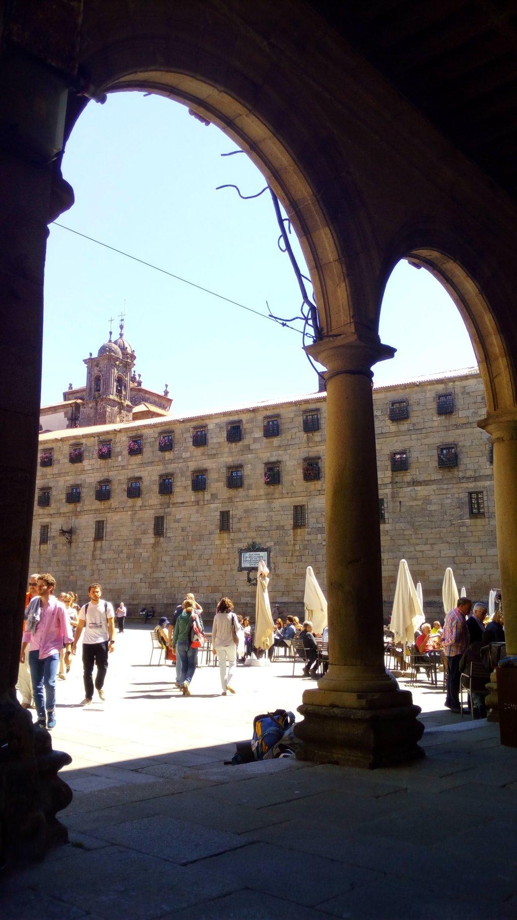 Desde la Casa de la Conga, muro del monasterio - convento de San Pelayo de Antealtares (S. IX)