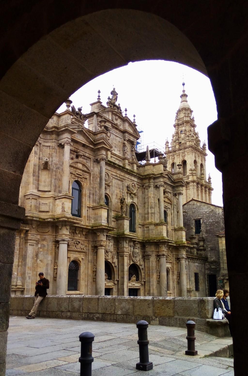 Fachada de la catedral a la plaza de la Inmaculada desde soportales del edificio situado al Este