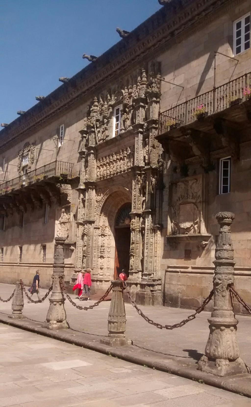 Foto 11 - Puerta del Hostal de los Reyes Cátolicos.