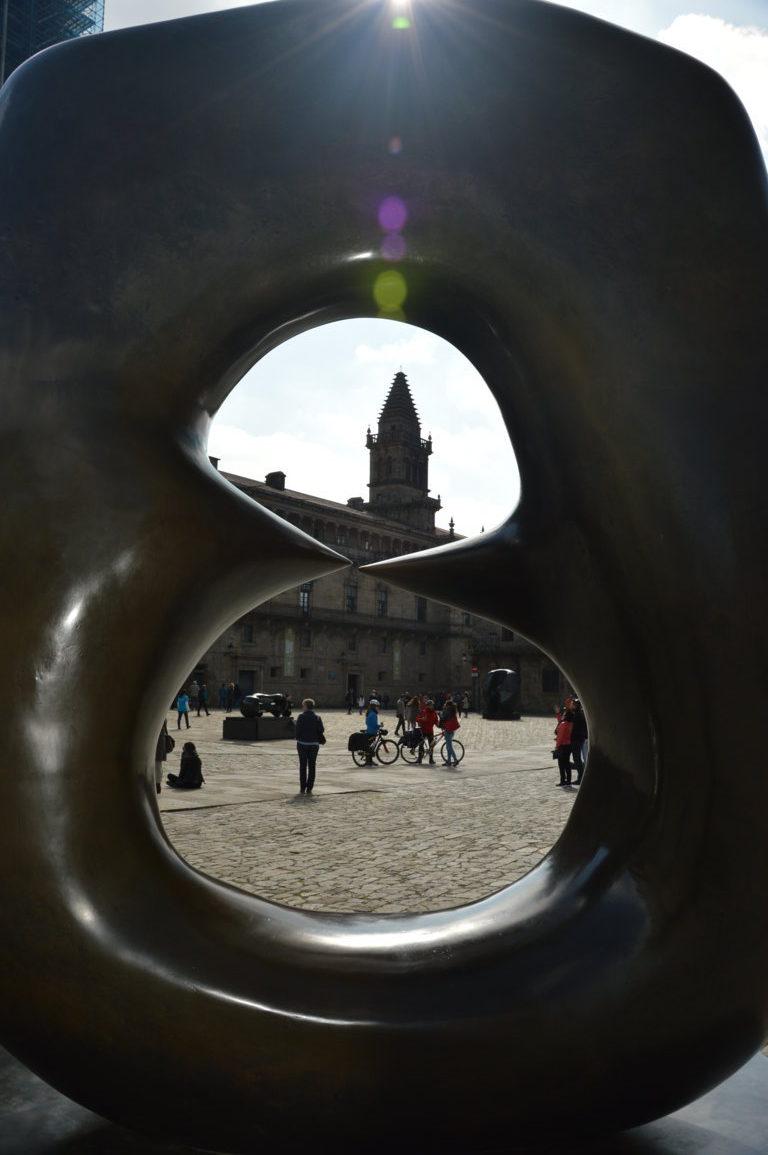 Foto 15 - El obradoiro a traves de una escultura