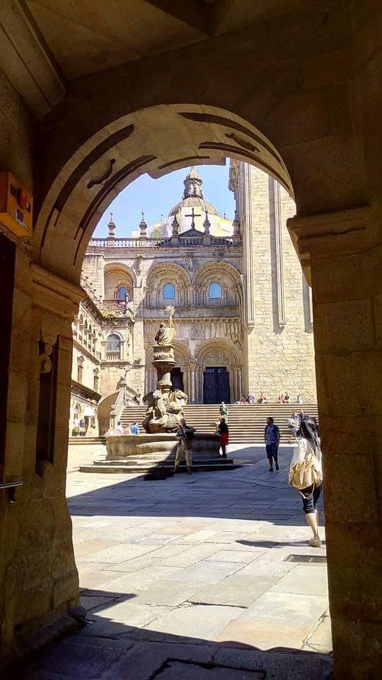 Vista del acceso a la Catedral desde la llegada por  la Rúa del Villar