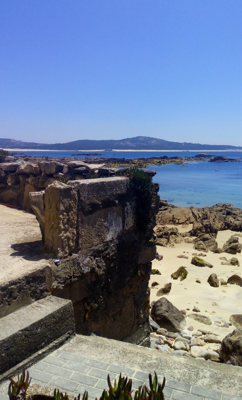 Desde A Roibeiriña, al fondo a la izquierda la playa de Ladeira y a la derecha la playa del Vilar